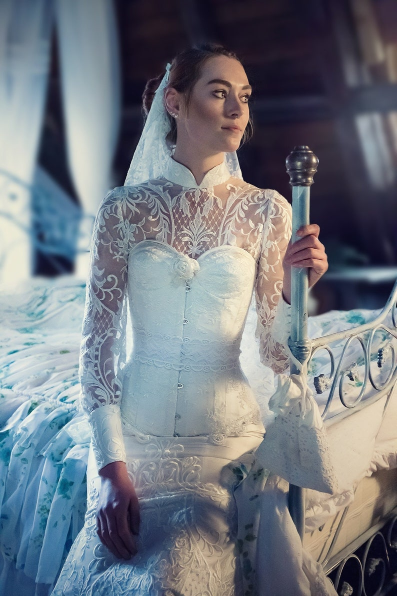 Wedding dress with gorgeous lace corset veil & underskirt in image 0