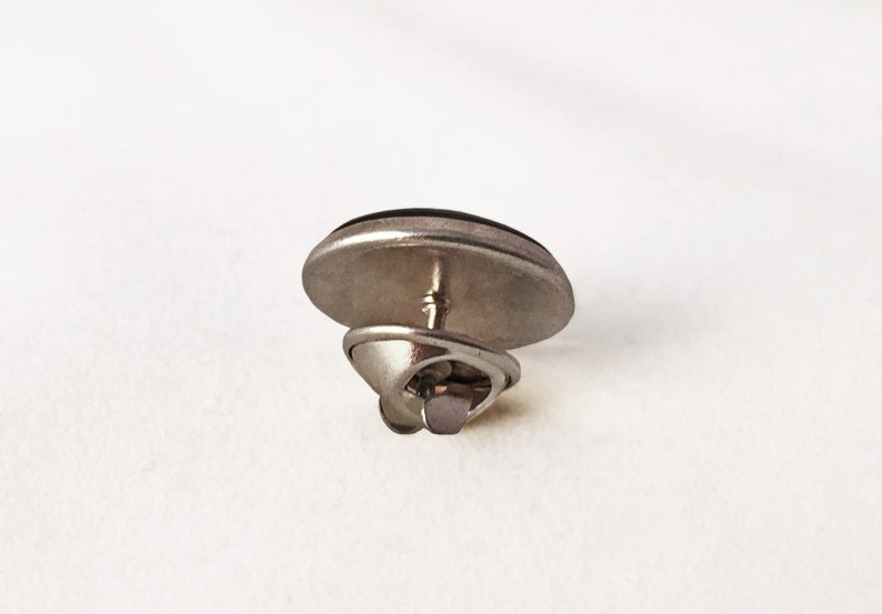 0989LP Folk lapel pin