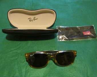 541c44262d87 Authentic Ray Ban RB 2132 New Wayfarer Polarized Sunglasses 945 55 18 3P -  Honey and Black Frames - Made in Italy - Very Good Condition