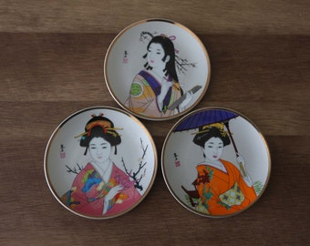 SALE Antique Geisha Girl Porcelain Plates set of 5 Japanese Geisha Girls Geisha Ware Japanese Kutani Japanese China Antique Asian Decor