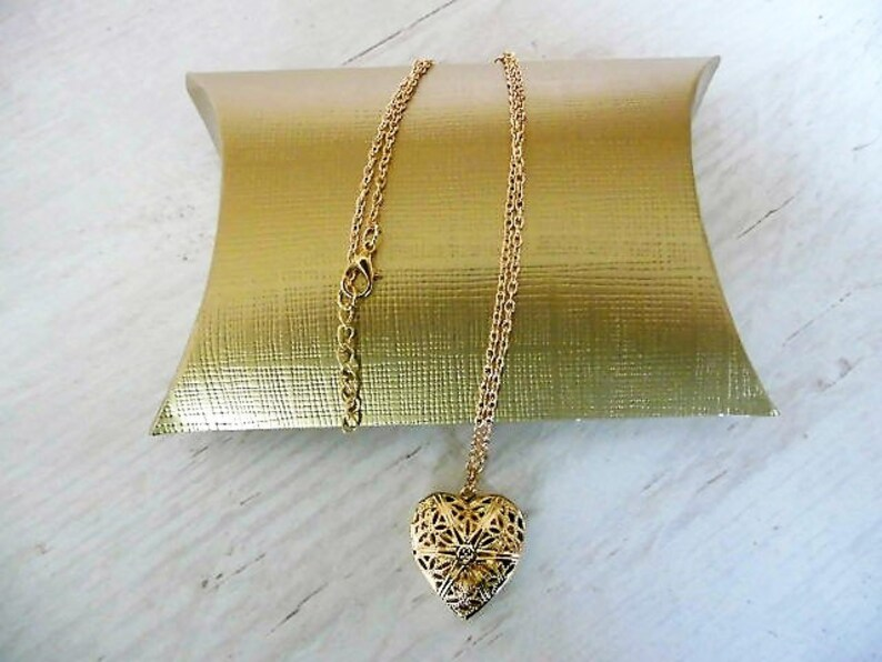 Heart medallion in gold necklace with heart pendant plus thank you card and Golden gift wrapping