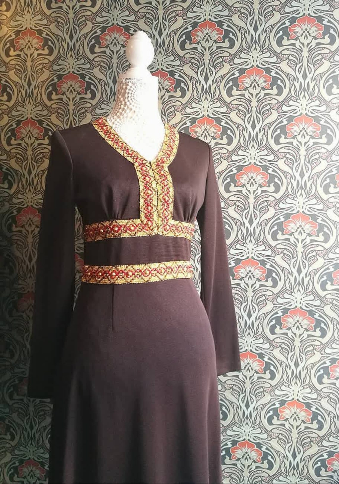 Lovely vtg 60s/70s brown maxi dress with beautiful gold & red