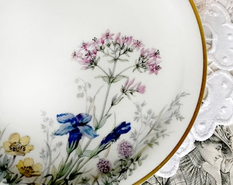 Beautiful cake plate Vintage porcelain Floret