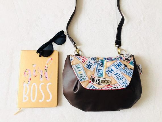 Canada licence plates Crossbody Bag    Moose handbag    Canada  61ce142e0a05e