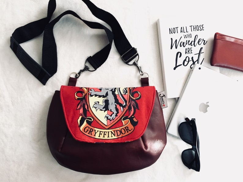 Gryffindor Purse    Harry Potter Purse    Gryffindor Crossbody  56ccc2d06b551
