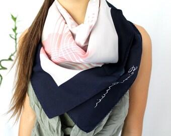 Vintage Jim Renoir écharpe   foulard de cou   bleu gris écharpe   Designer  écharpe   châle carré   foulard Wrap géométriques   roulé à la main    foulard de ... 5a2ae507085