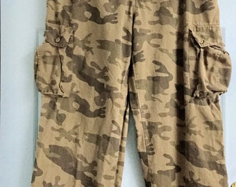 7889c875c31c4 Vintage Camouflage Utility Pants, Six Pockets, Relaxed Fit, Distressed  Look, Size 38 x 32