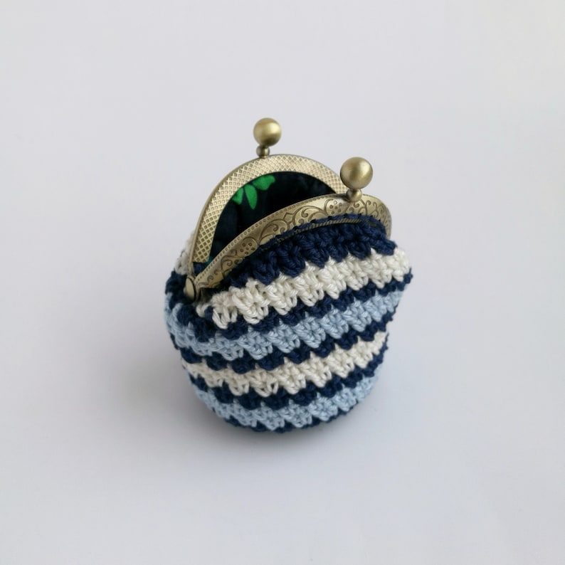 Crochet coin purse Small women wallet Mini kiss lock bag Clasp blue and white ridicule Change purse great grandma gift