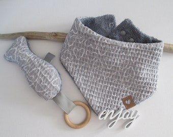 Set, larger warm baby towel (double adjustable) made of waffle piket/terry cloth and a matching crackling fish as a gripper