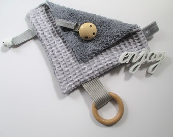 Premium crackling cloth with waffle lpique & cuddly soft terry fabric 17 x 17 cm, natural wood ring and saliva-like bell and clip