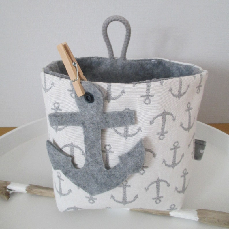 Utensilo anchor place  medium white with grey anchors image 0