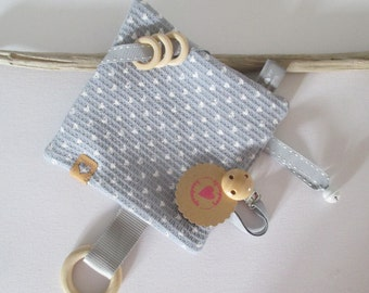 Crackling cloth 17 x 17 cm made of terry cloth with white hearts, large wooden ring, clip, bell and small rings, Snap Pap