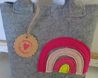 Children's felt bag made of high-quality pocket felt and applied rainbow made of felt, can be closed with push button, 22 x 21 cm