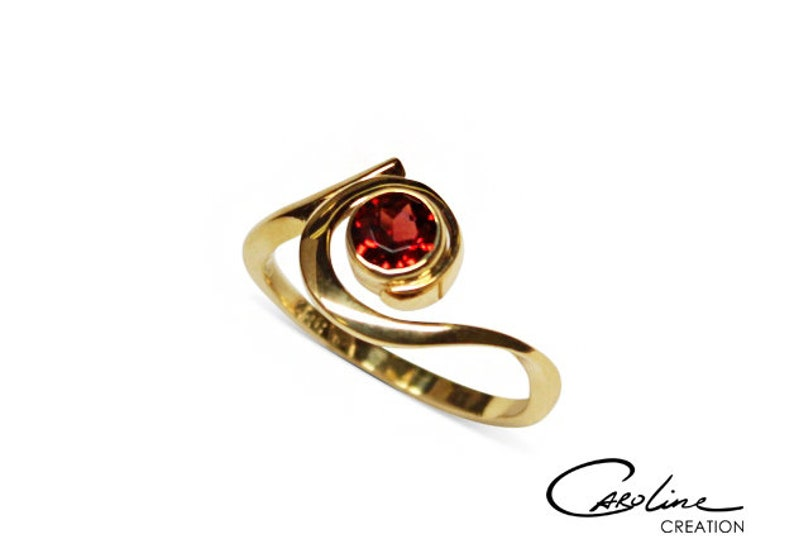 Ring  Deep Red  Gold  Garnet image 0