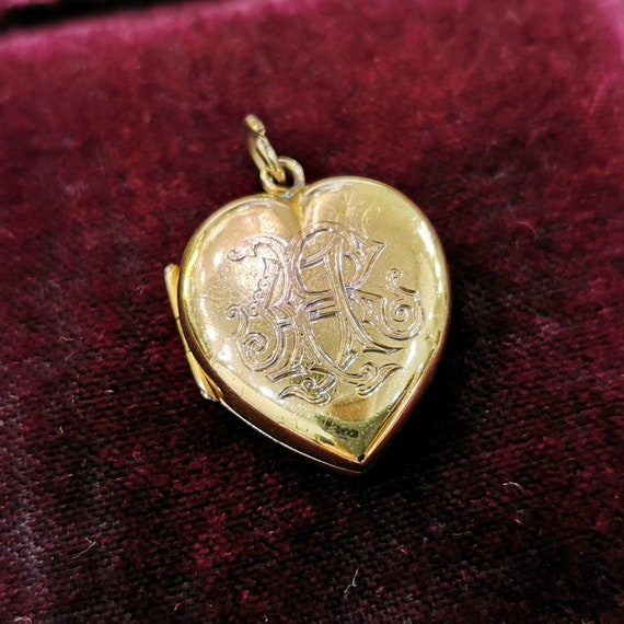 "Victorian 15ct Gold Heart Locket | Initials ""AR"""