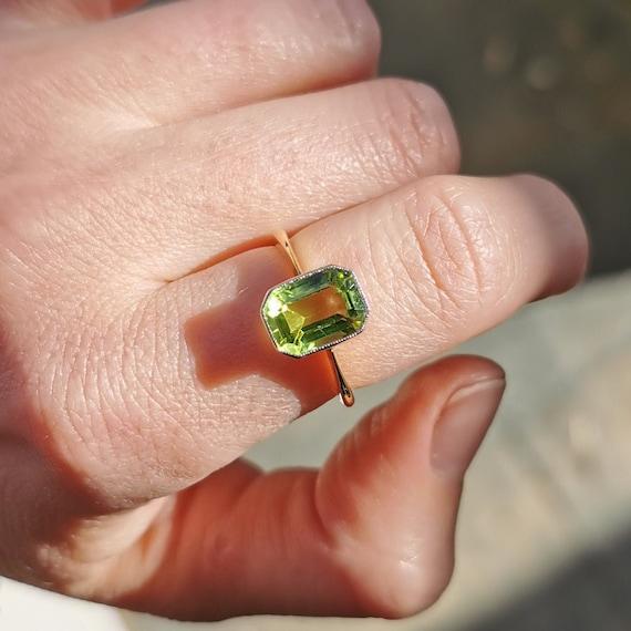 Vintage 18ct Gold Peridot Ring