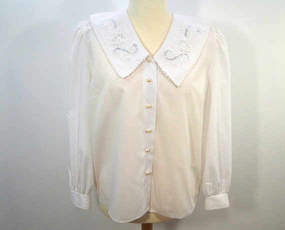 Festive blouse white large collar embroidered