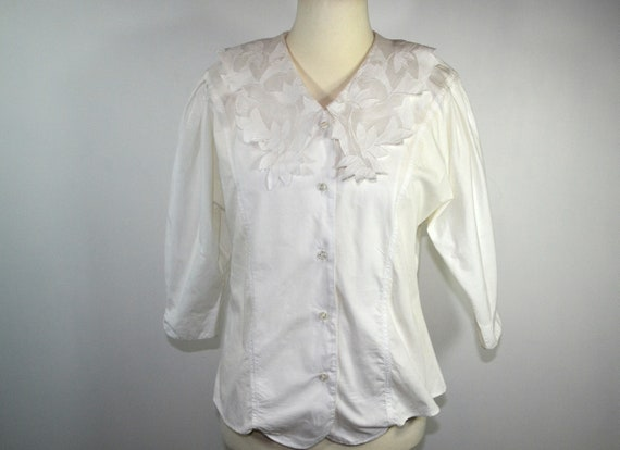 Country house blouse with large embroidered collar
