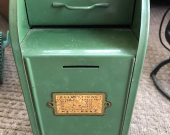 Superbe Vintage Mailbox Bank All Metal About 8 Inches Post Office