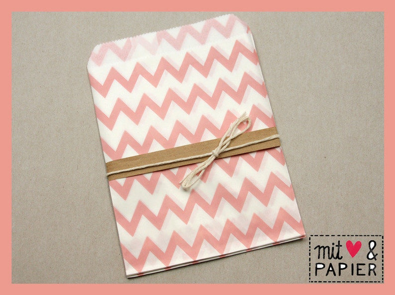 12 x gift bags salmon zigzag paper bags
