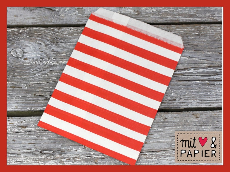 red striped paper bags 12 gift bags horiz