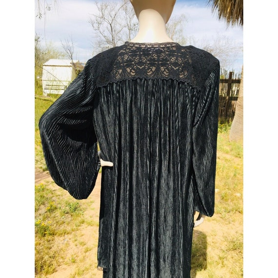 Vintage 1970's Lucie Ann Pleated Sweeping Peignoi… - image 10