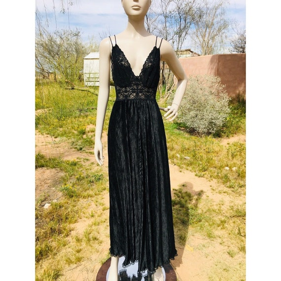 Vintage 1970's Lucie Ann Pleated Sweeping Peignoi… - image 3