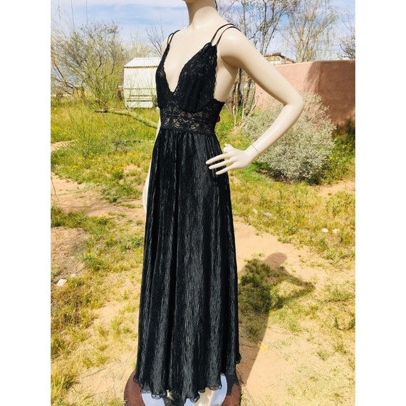 Vintage 1970's Lucie Ann Pleated Sweeping Peignoi… - image 5