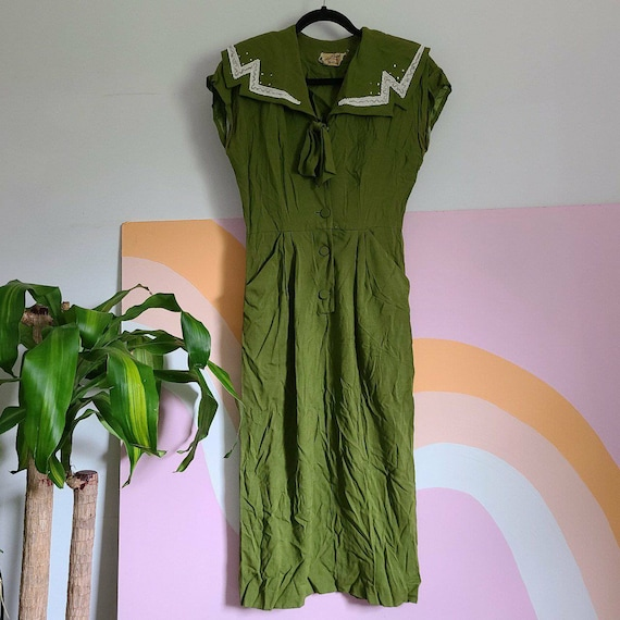 1940s, 1950s Green Wiggle Sheath Dress