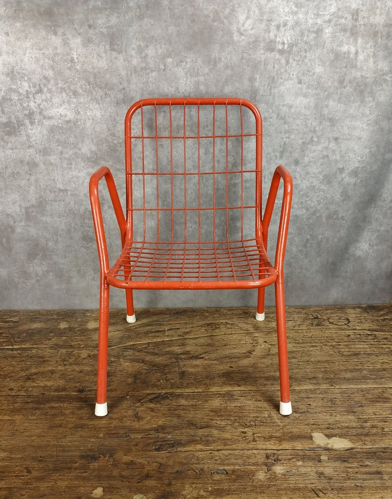 Surprising Vintage Childrens Mid Century Modern Red Metal Wire Chair From The 1950S 1960S Evergreenethics Interior Chair Design Evergreenethicsorg