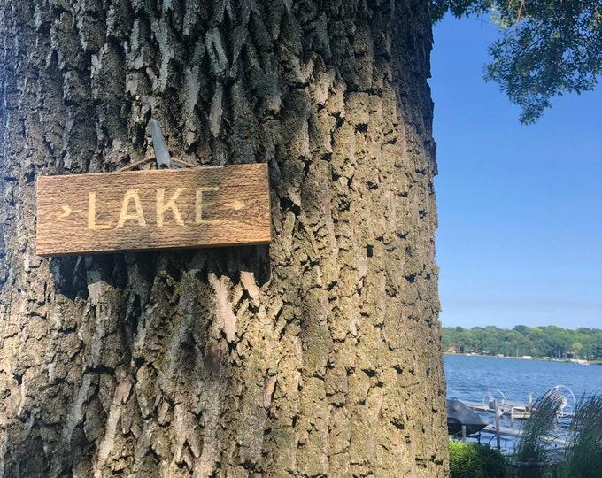 Lake arrow sign
