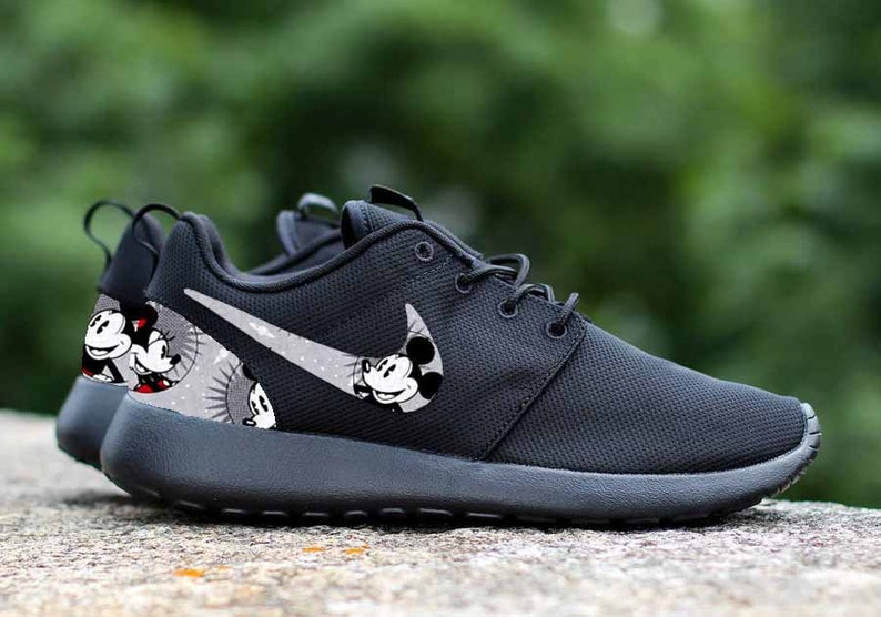 def3218338a8 Mickey Mouse   Minnie Mouse Smiles Custom Nike Roshe One