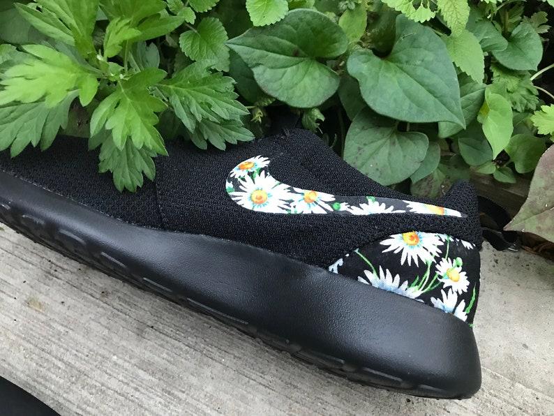 961e0de6cc3a7 Daisies Custom Nike Roshe One