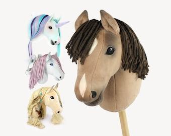 """Hobby Horse Schnittmuster """"HOLLY"""" mit vier Varianten: Steckenpferd, Frisierkopf, Wanddekoration & Umschnallpferd"""