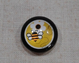 Bee with Flower Needle Minder (301)