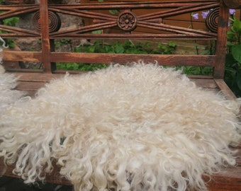 lush seat fur without leather, felt fur with curls, Valais black-nosed sheep, fake fur, veggie white-black, approx. 75 X 65 cm