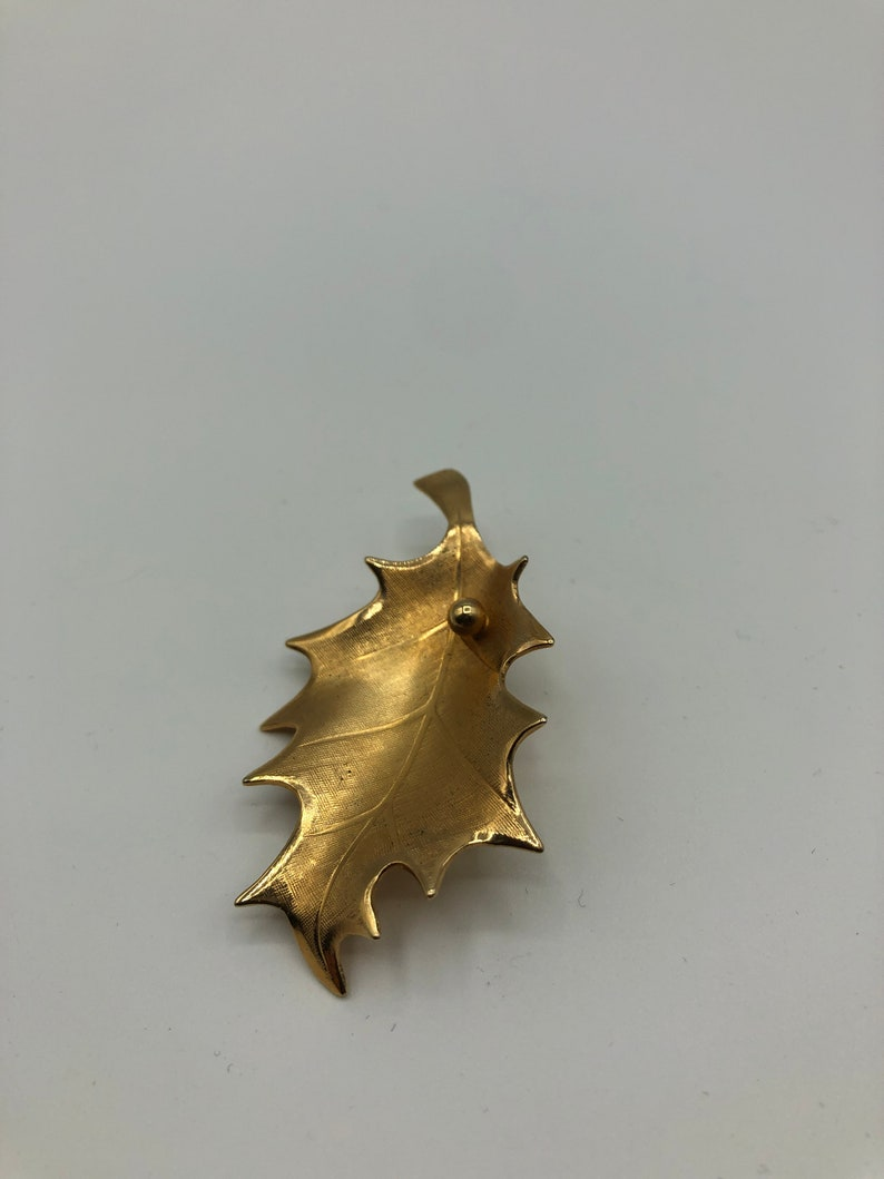 Designer GIOVANNI signed matt gold plated detailed worked elegant leaf pin brooch 1960s gorgeous