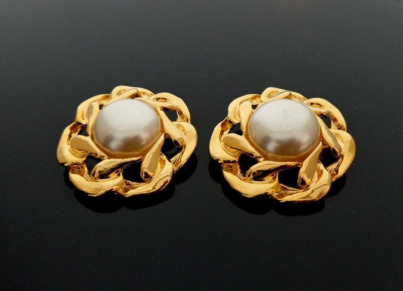 Vintage 1980s 3.5 cm \u00d8 goldtone metal white faux Pearl Chain link design Shoeclips in excellent condition total 20 Grams