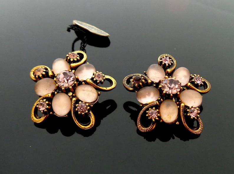 Florenza signed pale pink glass and rhinestone dark goldtone metal 3.2 cm \u00d8 vintage clip Earrings total 17 Grams in very good condition