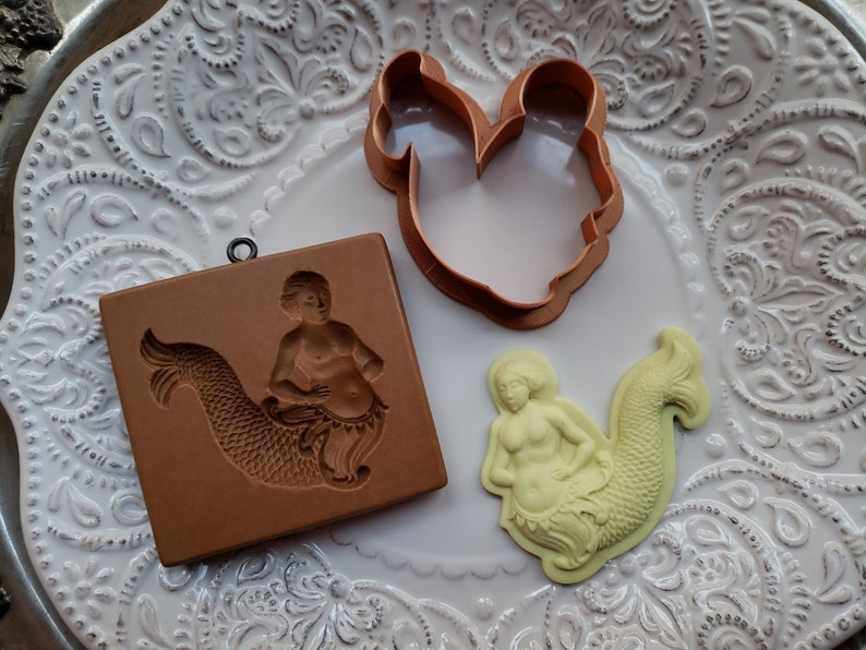 molds are all sold separately Fits mold 671. COOKIE CUTTER ONLY