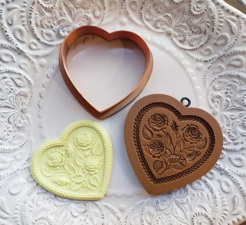 molds are all sold separately Fits mold 5125 and 5100 COOKIE CUTTER ONLY