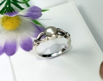 Size 6 Item Code RJ 1006 Claw Ring  Cubic Zirconia Round Shape Gemstone Solid Sterling Silver 925  6 CT
