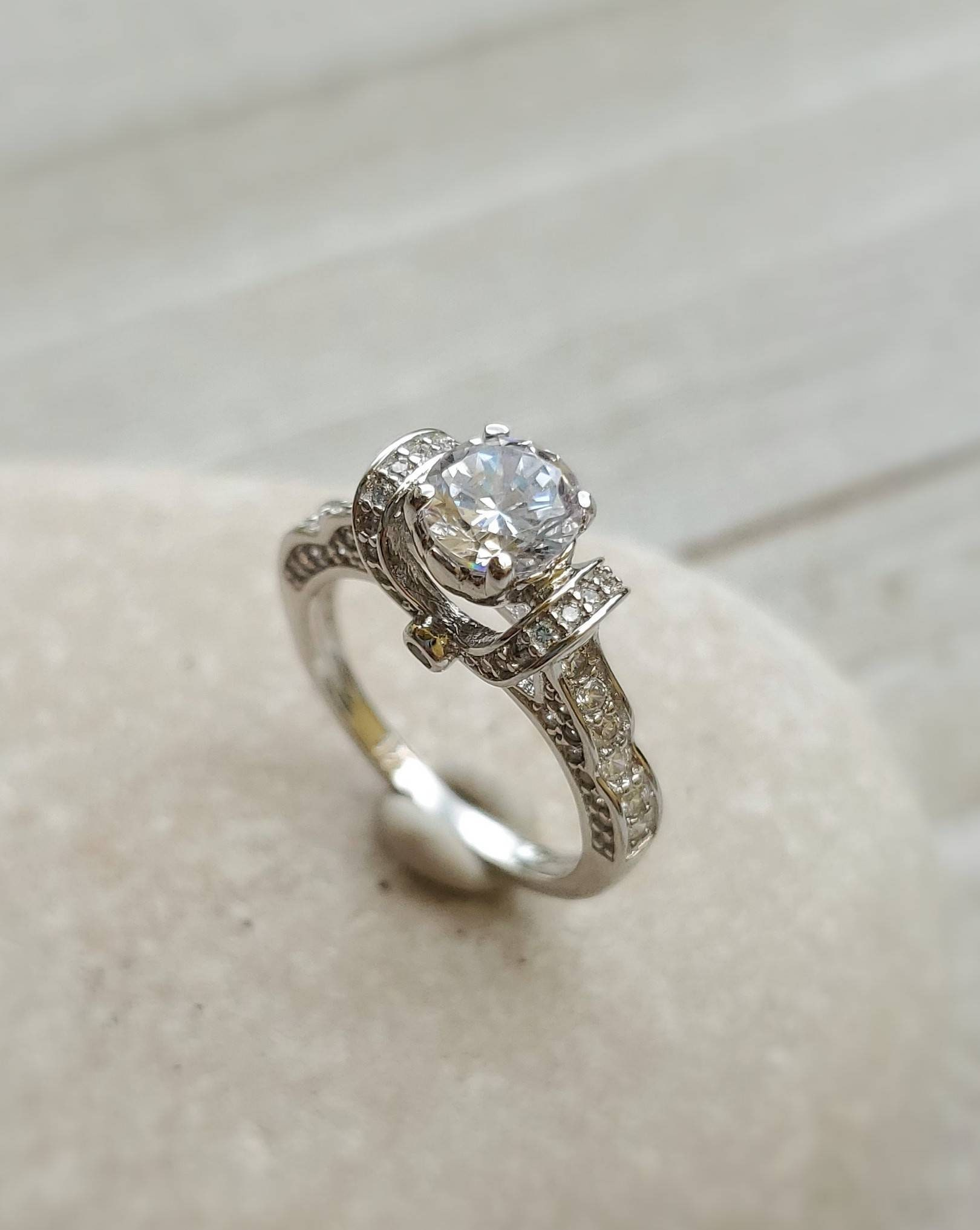 ISTERLING SILVER 925 ROUND CUT CZ ENGAGEMENT RING SIZE 8