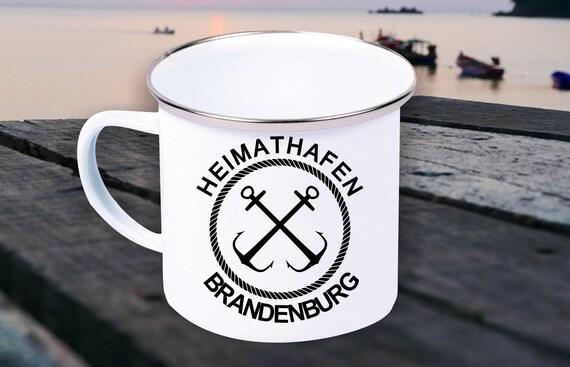 """Emaille Becher """"Heimathafen Brandenburg Urlaub Familie"""" Tasse Kaffeetasse Kaffeebecher Mug Retro"""
