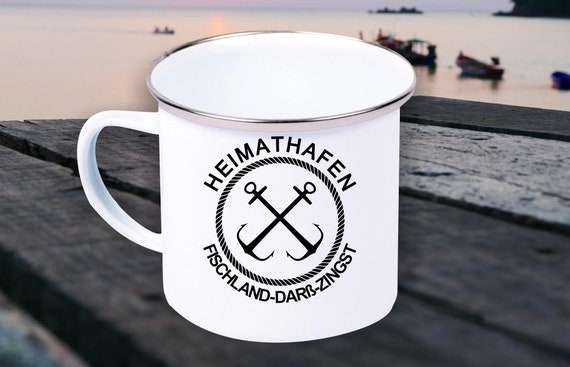 """Emaille Becher """"Heimathafen Fischland-Darß-Zingst Urlaub Familie"""" Tasse Kaffeetasse Kaffeebecher Mug Retro"""