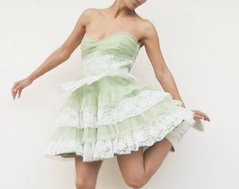 a0558ac2772 Betsey Johnson Evening Y2K 2000s Light Green Cupcake Lace Tulle Tiered  Sweetheart Strapless Bodice Cocktail Party Prom Dress
