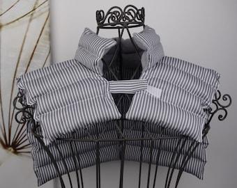 Nackenkissen mit Rapssamen grau/weiß gestreift