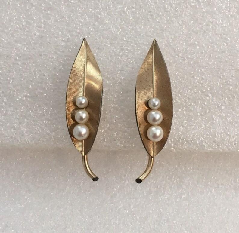 c368fc4def711 Vintage Designer Signed Krementz Leaf Screwback Earrings Gold Overlay with  Genuine Cultured Pearls