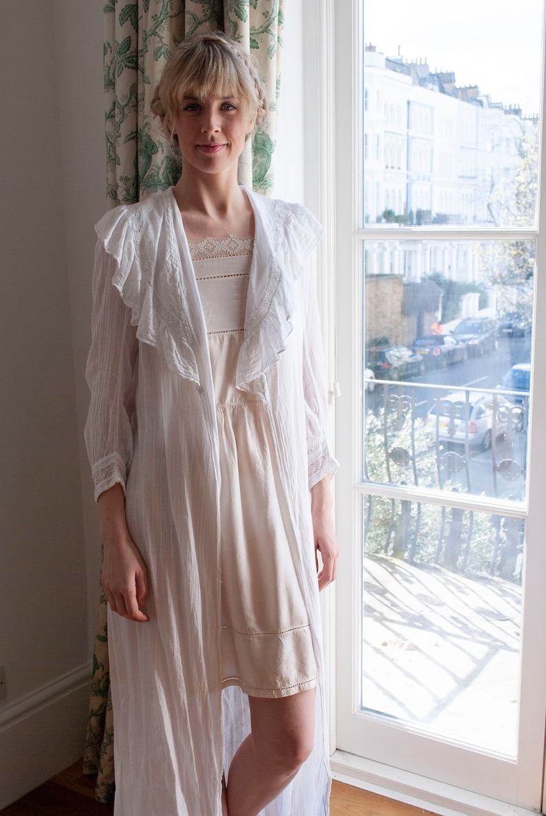 Antique 1900/'s Embroidered Lawn Cotton Frill Collar Robe