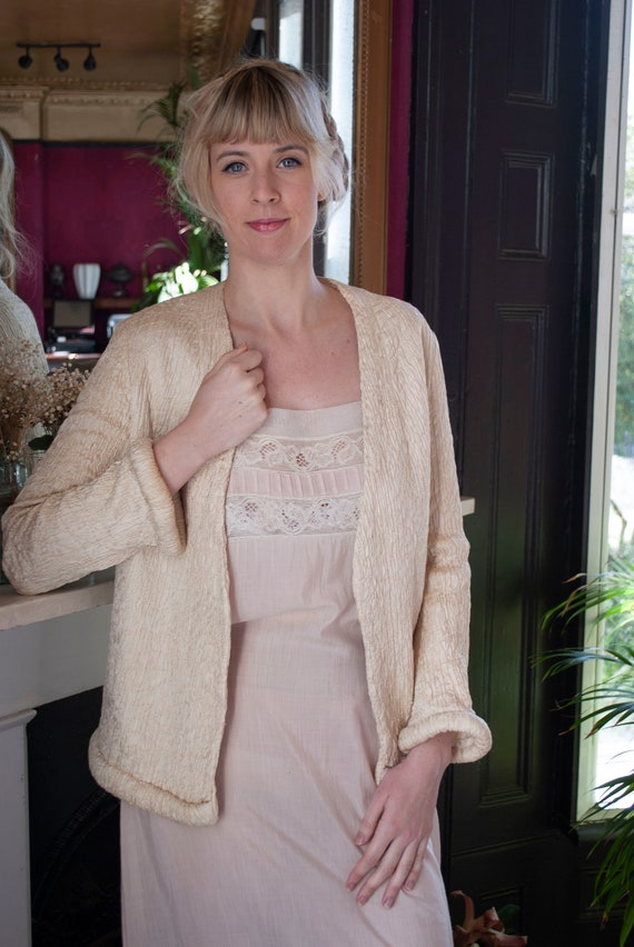 Vintage 1930's Ivory Quilted Silk Jacket - image 4
